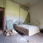 abandoned bedroom urbex
