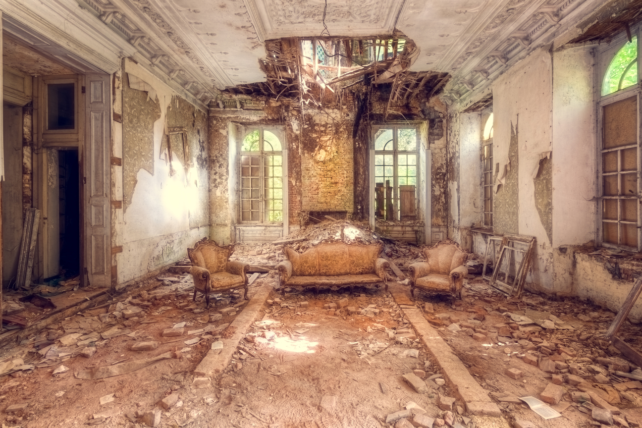 15 Photos of Abandoned Living Rooms in Decay - Urban ...