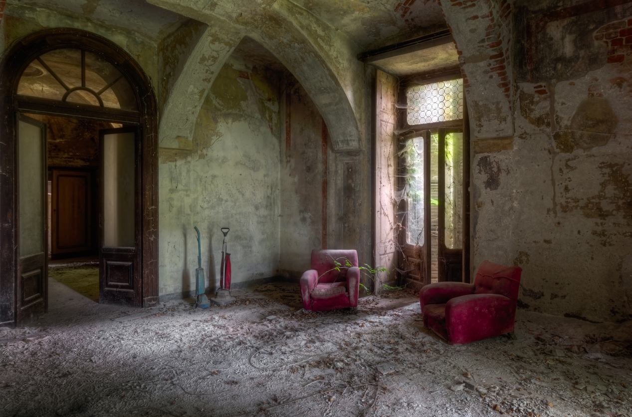 15 Photos Of Abandoned Living Rooms In Decay Urban