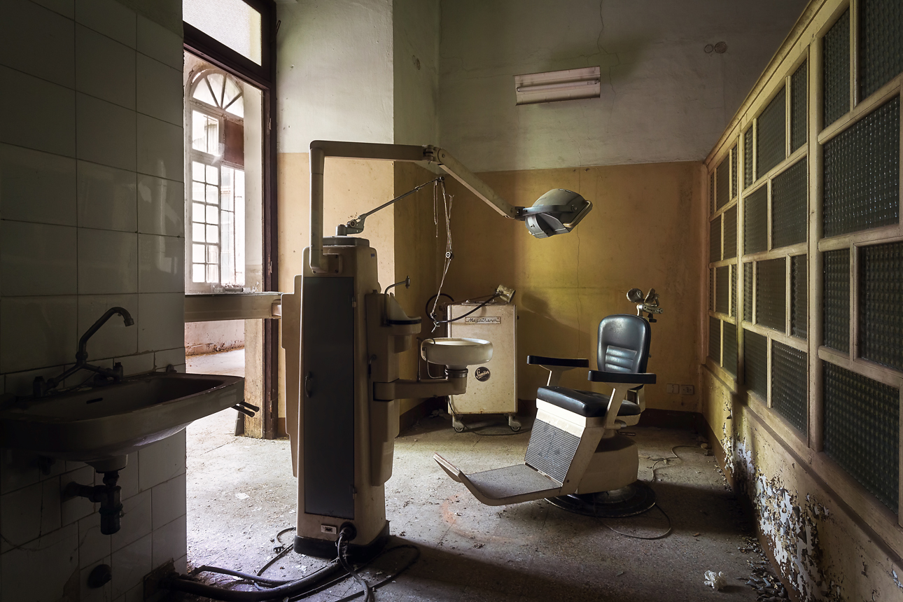 Photographing A Creepy And Abandoned Hospital Urban