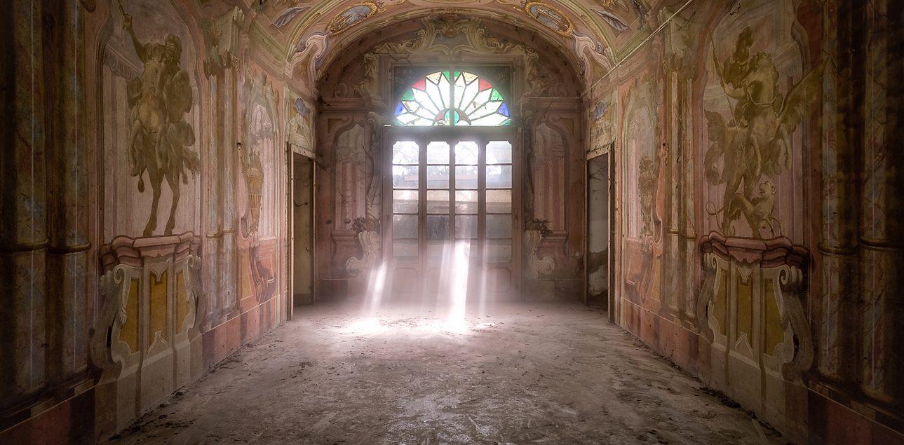 abandoned room lightbeam