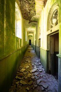 abandoned building baile herculane apollo bath